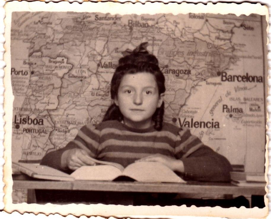 Típic retrat escolar dels primers anys 40.