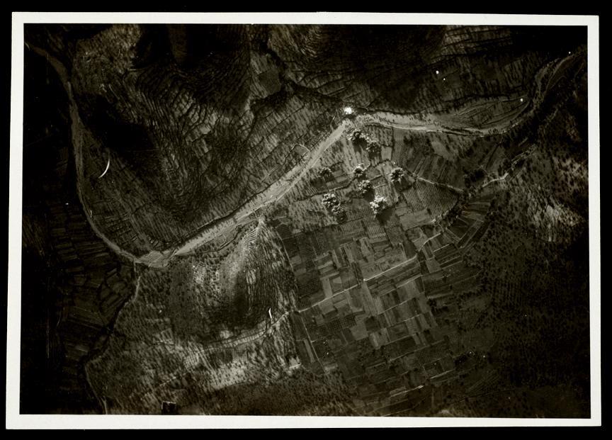 Bombardeig de la Legió Cóndor sobre l'Horta del Pinar d'Artana, vora Rambla, el 4 de juliol de 1938. (Arxiu fotogràfic del Centre d'Història Contemporània de Catalunya)