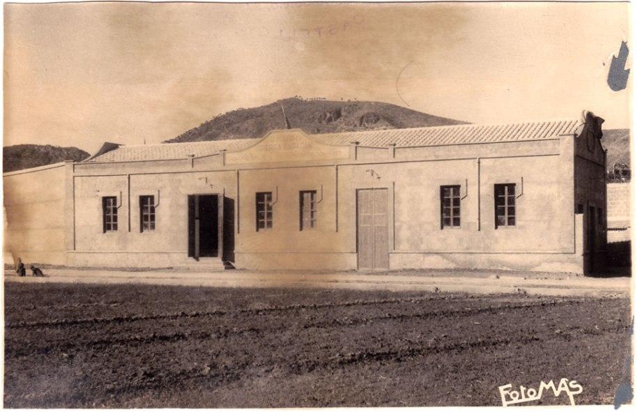 """Vista exterior de l'edifici.  """"Almazara Sierra Espadán""""."""