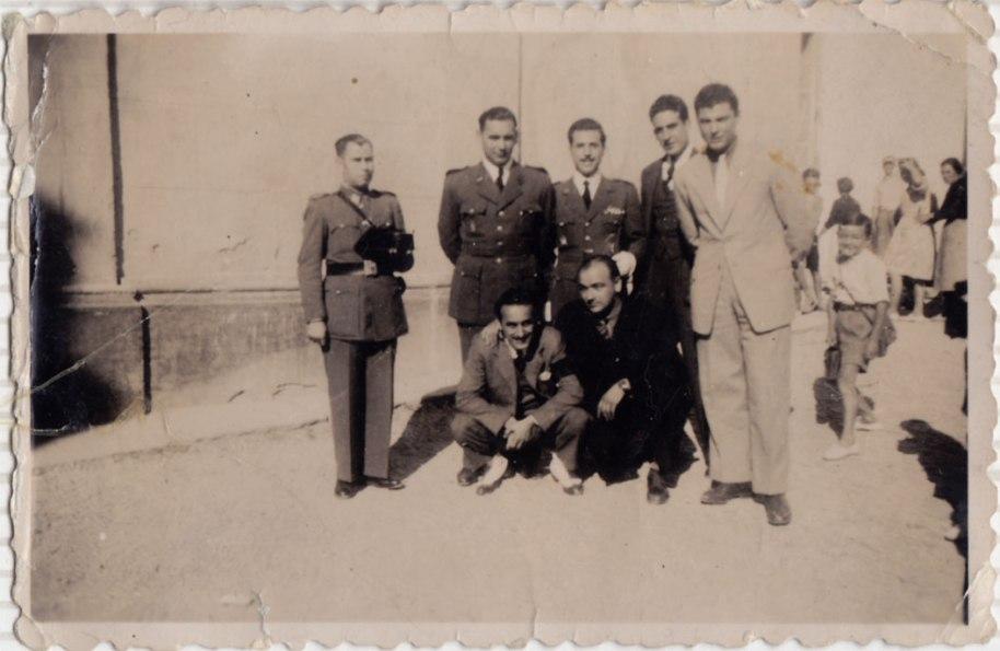 En qualsevol acte públic, civil o religiós, no podia faltar la Guàrdia civil. Només reconeixem un jove Enrique Cabedo.