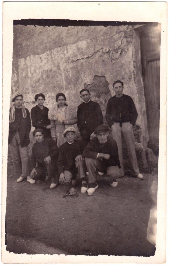 Bruses, gorres amples i espardenyes de  careta. 1935.