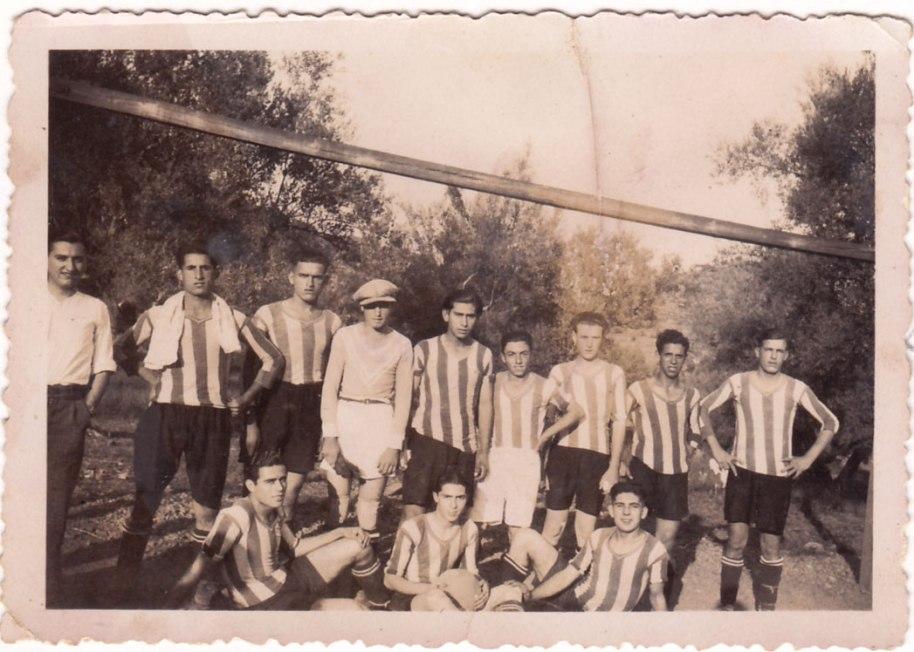 Una altra imatge del mateix equip. El de la tovalla al coll és Juanito Cabañes i el de la dreta José María. Les fotos són de 1936.