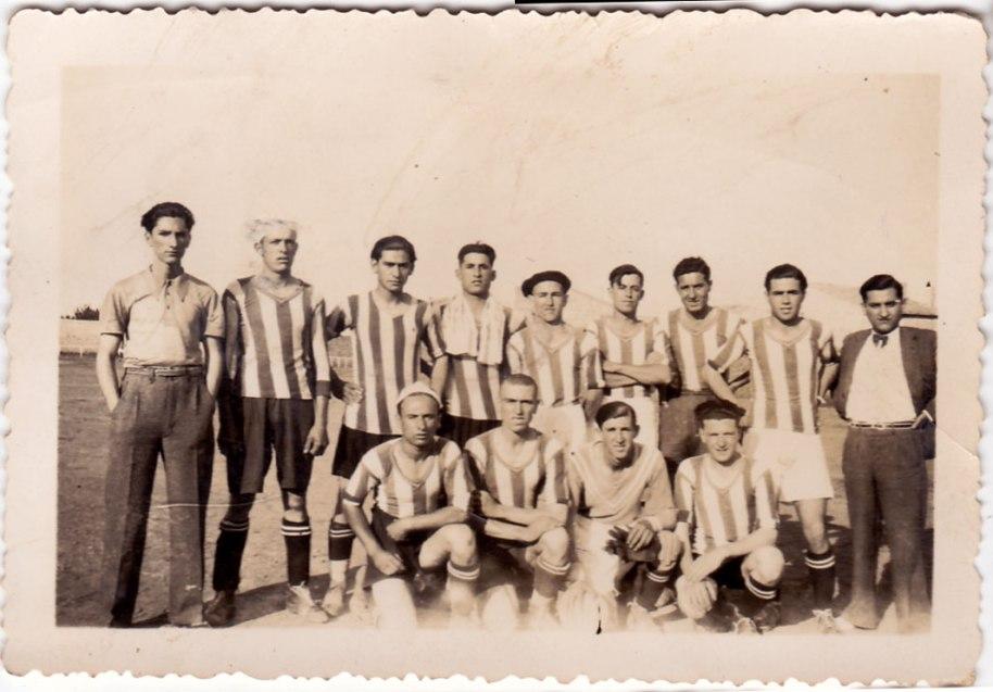 Equip de futbol d'Artana d'abans de la Guerra. El camp estava a la partida de l'Artiga.