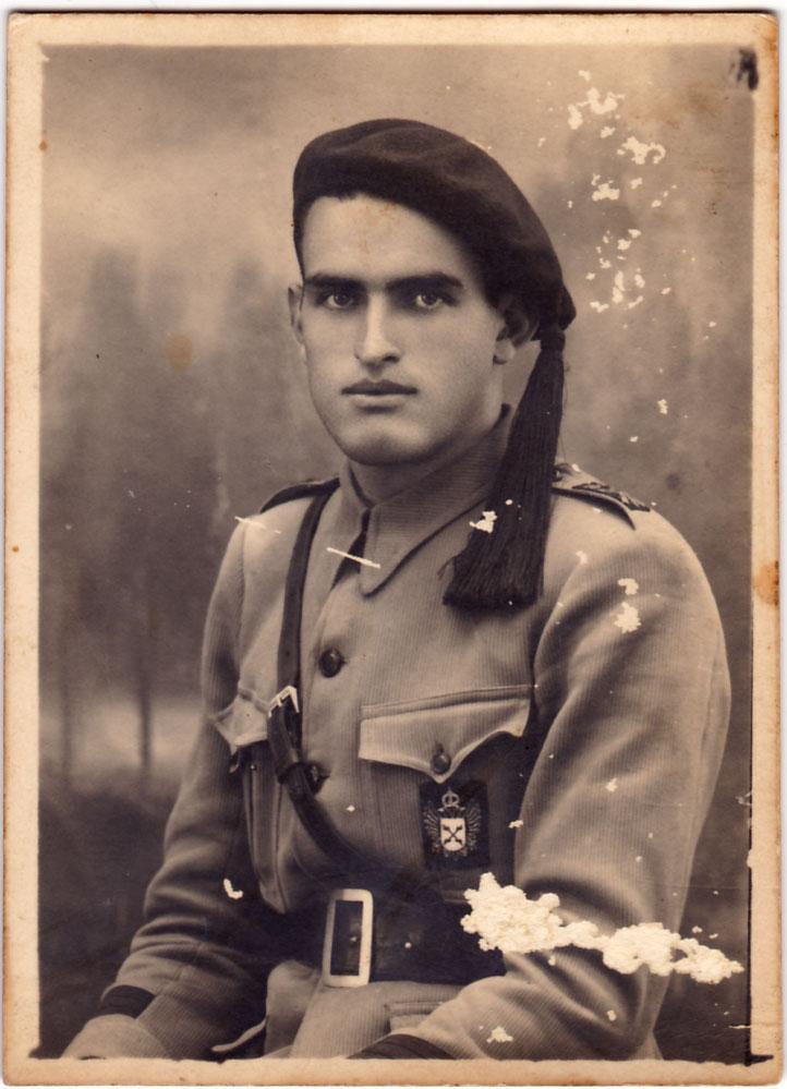 """El tio José María Cabanyes, """"el Pesador"""", amb uniforme de Requeté. El Requeté va ser l'organització paramilitar del carlisme creada a principi del segle XX. El tradicionalisme carlista va ser un moviment polític molt important a Artana durant tot el segle XIX i fins a fa molt poquet."""