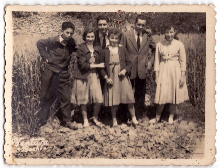 Foto del dissabte 26 d'abril de 1958. Els chiquets són Vicente Vilara, Teresa Cruz, Joaquín de Músic, Carmen de Calo, Pascual de Nano i Lolita Sabullera