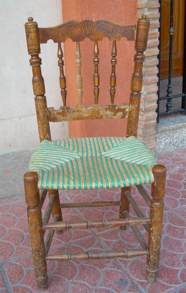 Cadira Victòria amb el tradicional seient blanc i vert
