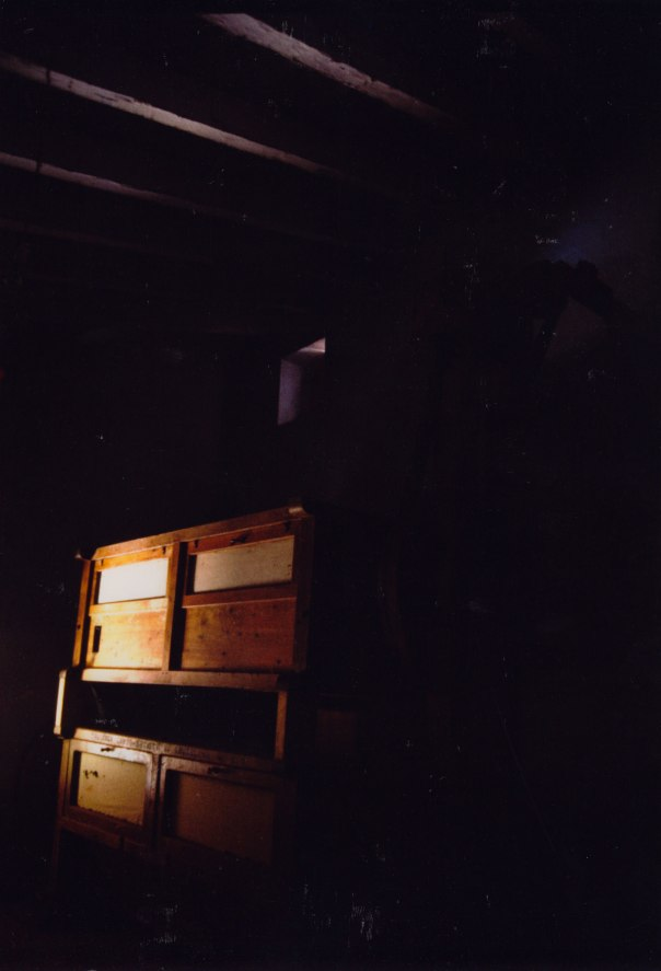 """La """"límpia"""" del Molí Dalt, situada al primer pis. Com ens explicava Vicent 'el Moliner', els diferents garbells servien per donar-li més o menys segó a la farina"""