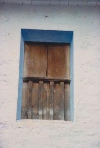 Balconet tradicional amb brancades blaves