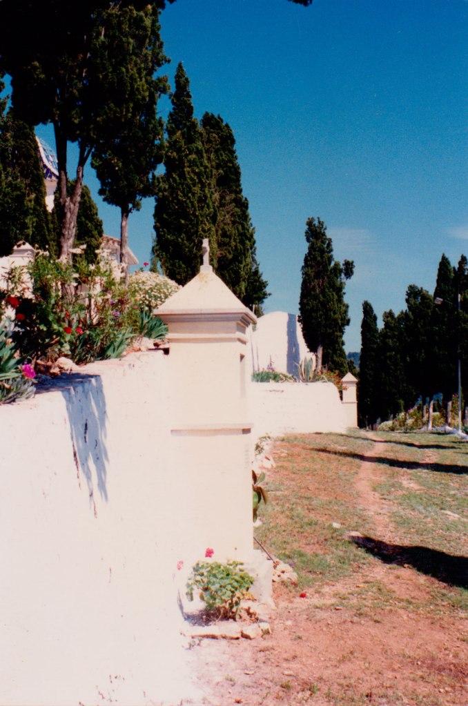 Un caminet del  calvari cap a 1990, poc després de l'emblanquinada del Cristo i abans de ser formigonat