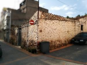Corral de Bernjamin de Cabedo al carrer Dalt. Està ben conservat. Mereix ser protegit.